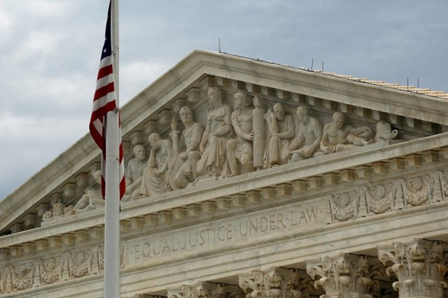 Trump administration urges Supreme Court to allow travel ban to take effect
