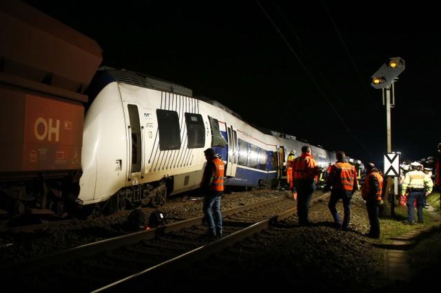 Passenger train collides with freight train northwest of Düsseldorf
