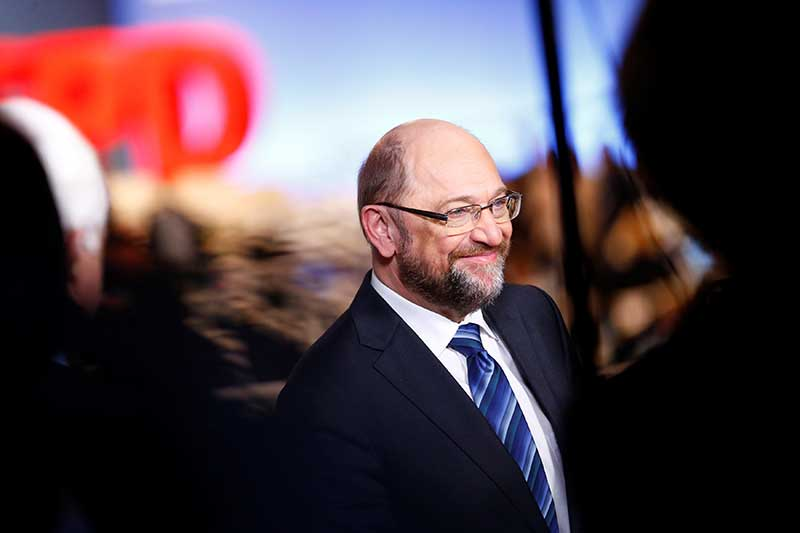 Martin Schulz gets muted response for 'grand coalition' pitch
