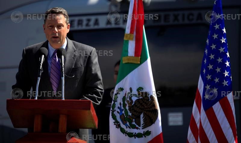 USA  ambassador to Panama resigns, says can not  serve Trump