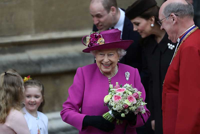 Pregnant Kate surprises fans with Easter Sunday service appearance