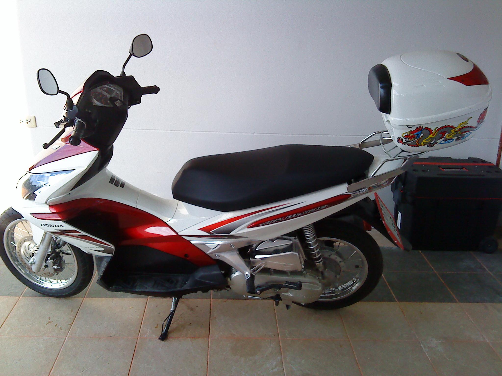 Yamaha Nouvo Elegance (135) Vs. Honda Airblade
