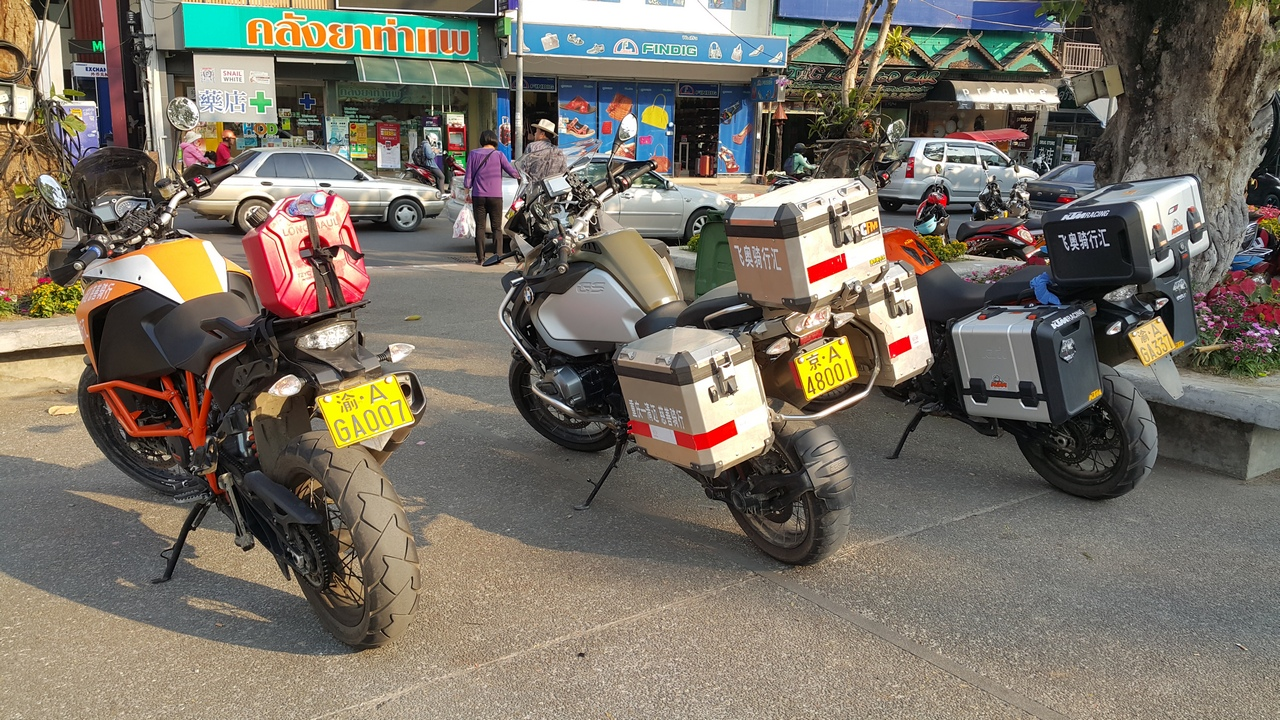 thaphae gate chinese bikes 12 feb 16 20160212_163340.jpg
