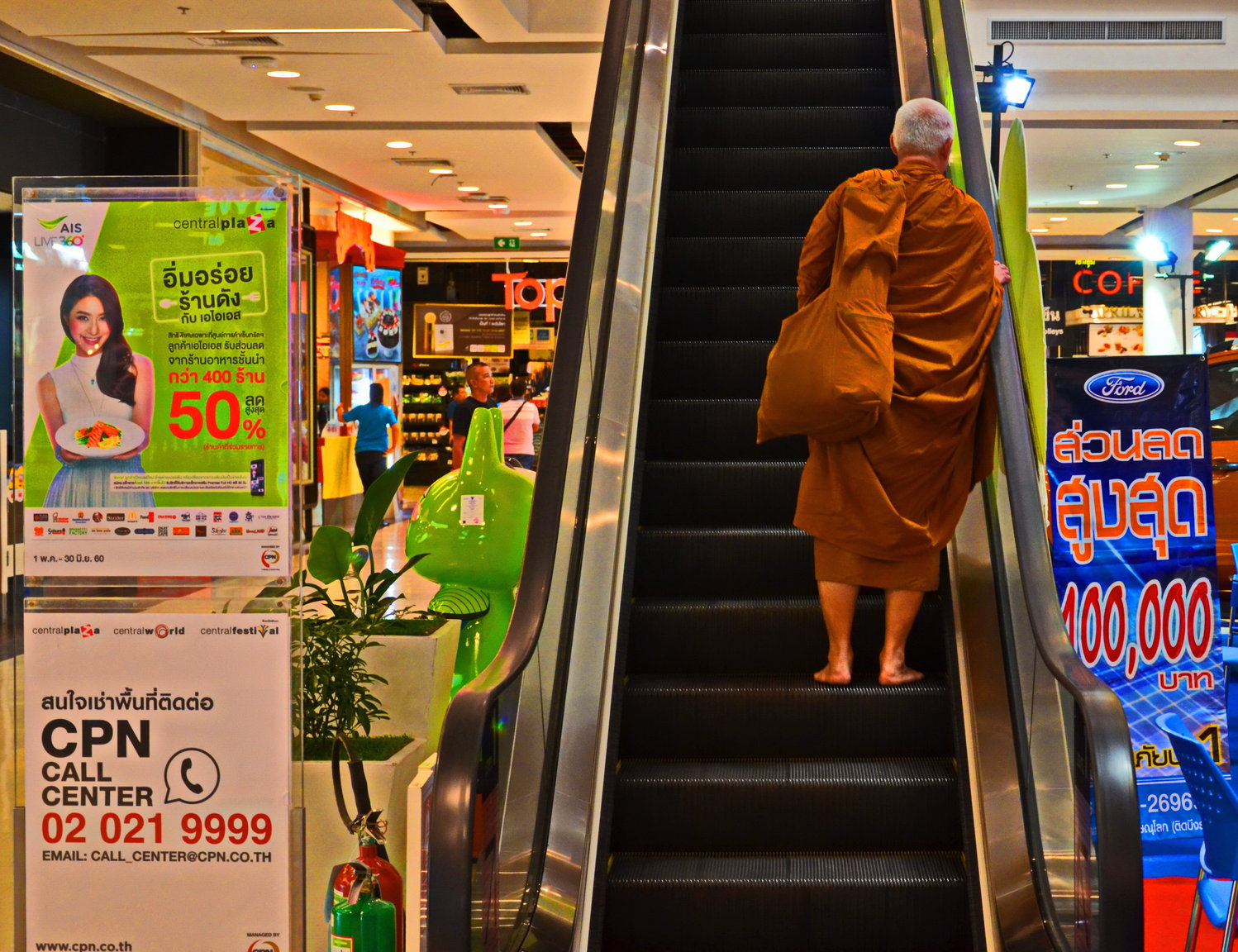 monk shopping.JPG