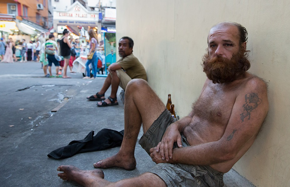 Khao-San-Road-homeless-foreignerdd_2.jpg.687783be82da231822ee1e5197af4fe1.jpg