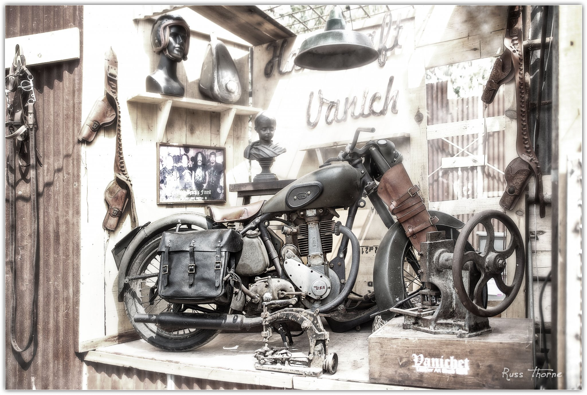 2018-02-11-burapha-bike-show-old-motorcycle-on-display-stage-IMG_9756.thumb.jpg.39914195092959bb654cbec804729f3c.jpg