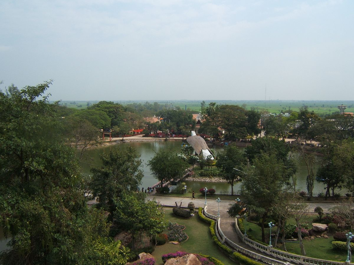 View_on_the_Bird_Park_of_Chainat.jpg