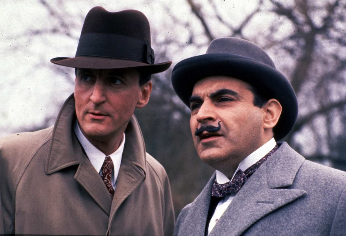 arthur-hastings-hercule-poirot-in-an-early-episodes-note-the-gapping-collar.jpg.9d11f2e3033fa3f7fcdd80f4a5222b3a.jpg