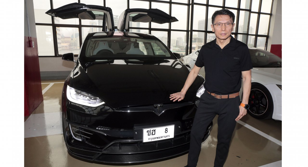 Proud Tesla Owner Recounts Experience Driving A Fully