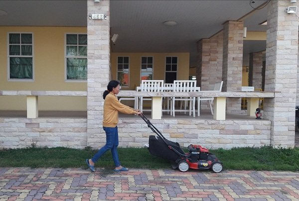 Troy Bilt USA lawn mower in Buriram Thailand February 2018.jpg