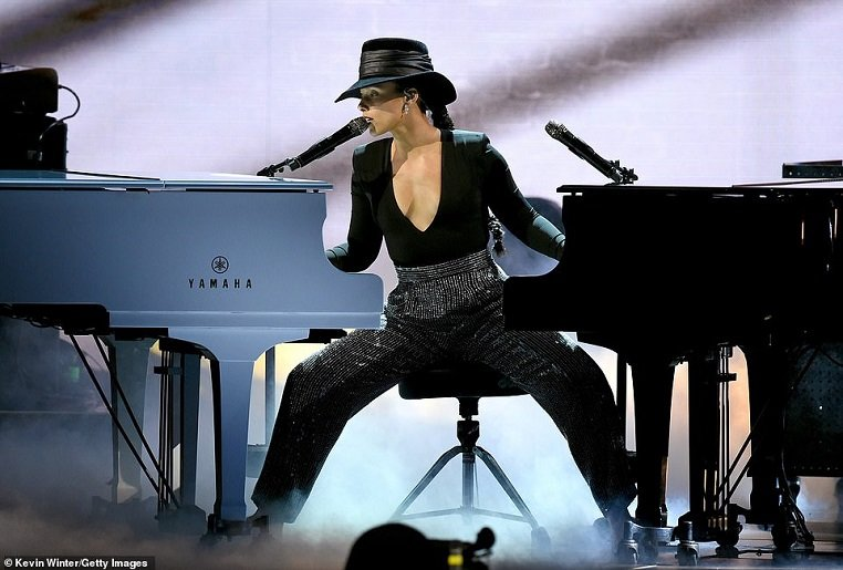 9654644-6689975-Alicia_Keys_delivered_one_of_the_most_powerful_performances_of_t-a-2_1549870583752.jpg