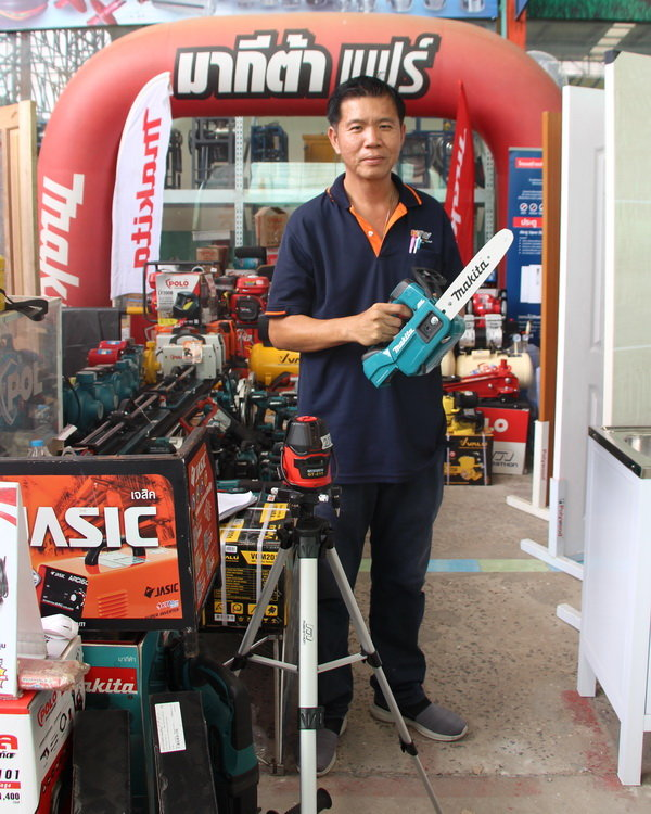 Buriram Isaan Makita  Chain Saw.JPG