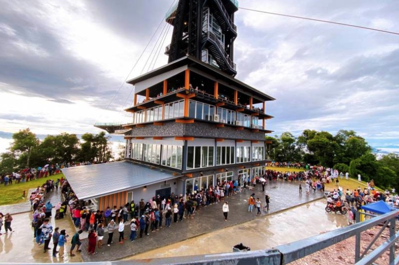 """Long weekend: Hotels in North/Isaan 70-90% Occupancy, South Hit By Monsoon Except Packed """"Skywalk"""" – TAT"""